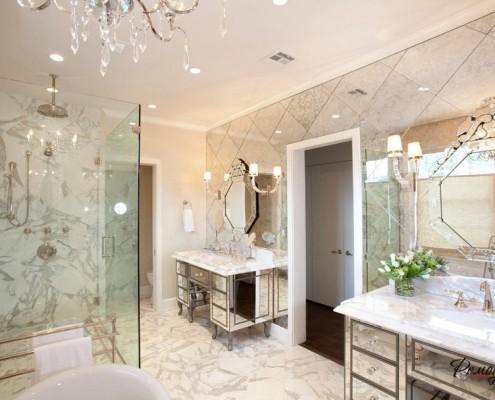 Зеркальные тумбы в ванной