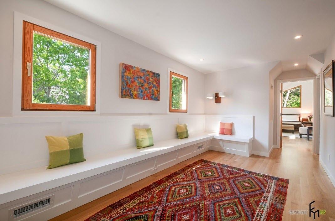 Яркий коврик в коридоре