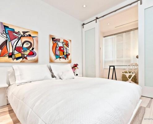 Картине в стиле авангардизм в спальне