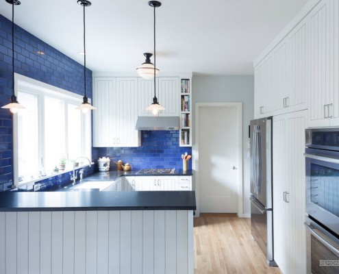 Синий кафель на кухне