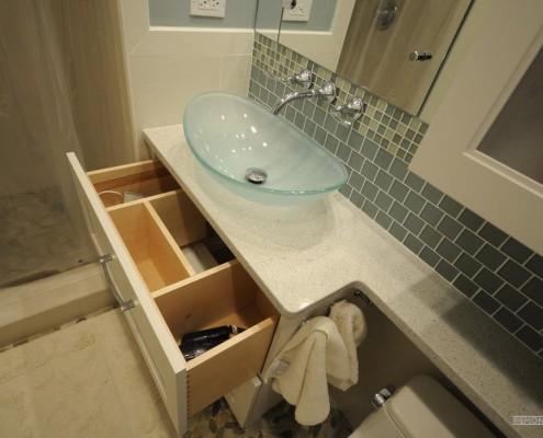 Пространство под раковиной в ванной