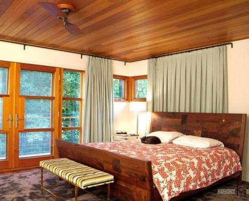 Глянцевый деревянный потолок