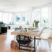 Белое кресло в интерьре кухни