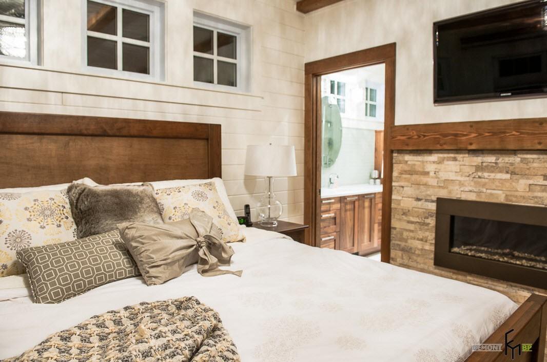 Спальня в доме у озера