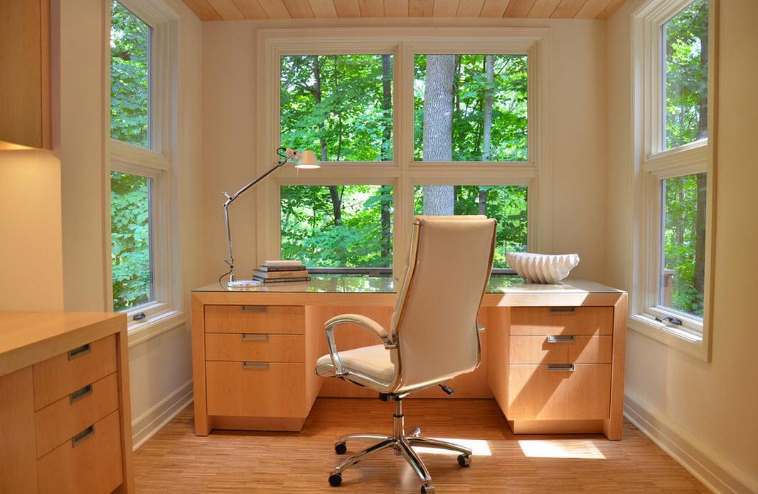 Светлое дерево в оформлении кабинета