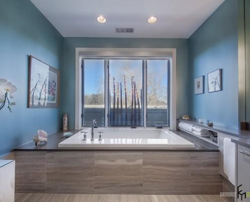 Моркая волна на стенах ванной