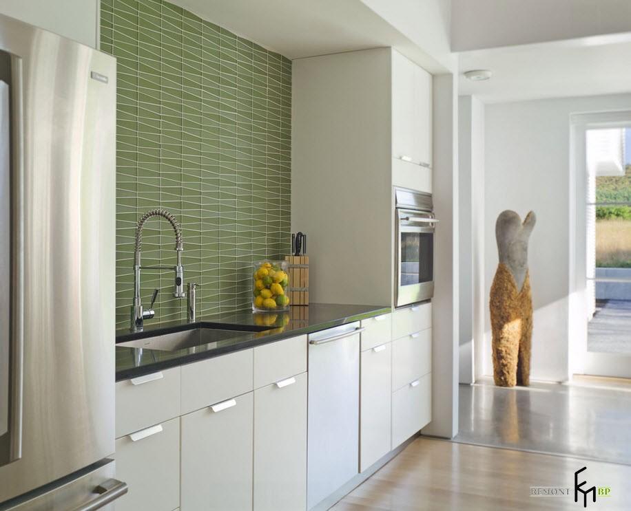 Зеленый кафель на кухне