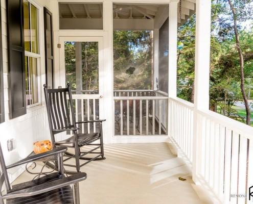Просторный балкон в доме