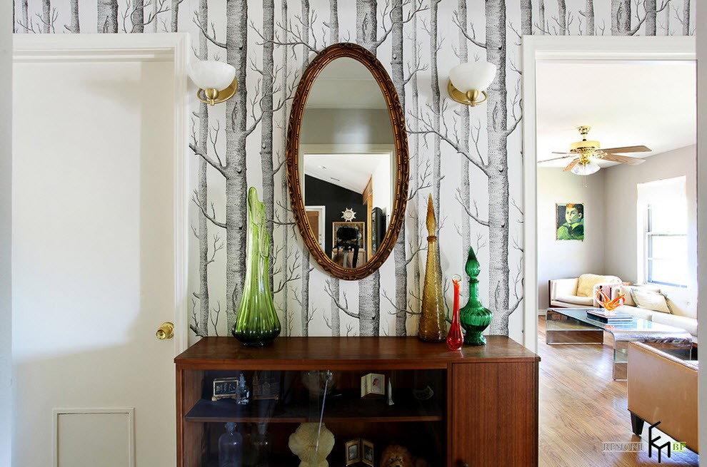 Зеркало и комод в коридоре