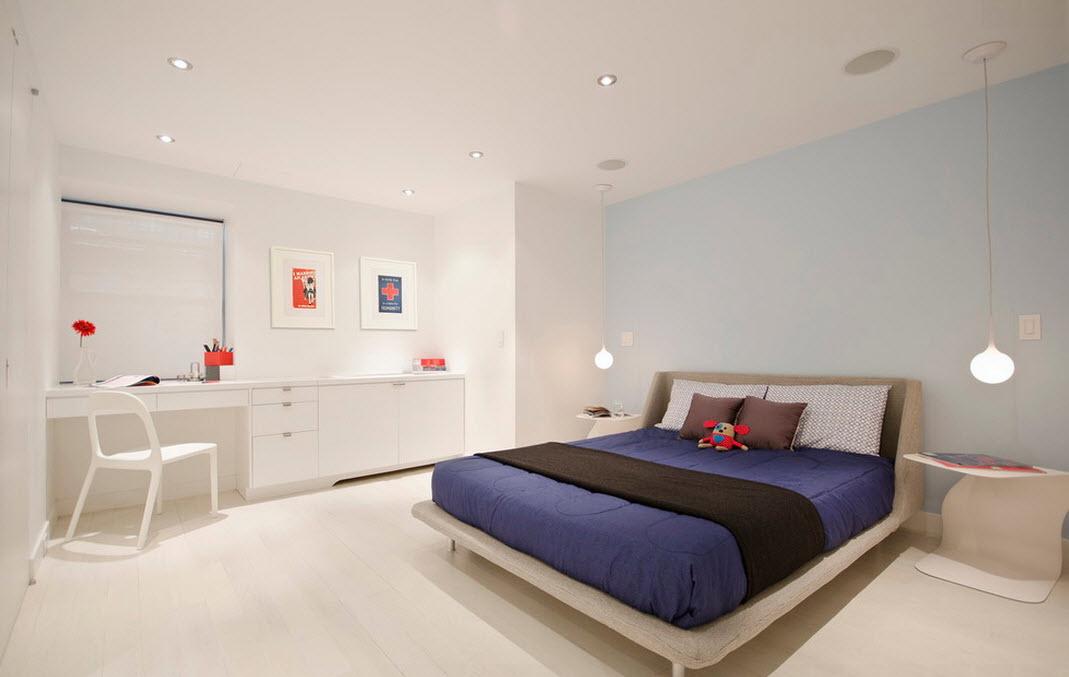 Большая светлая спальня