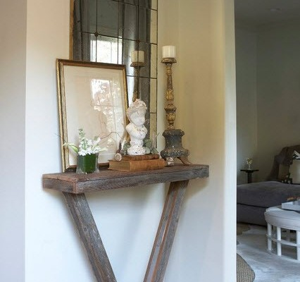 Старинное зеркало на состаренной подставке