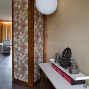 Дверь-щирма с цветочным узором