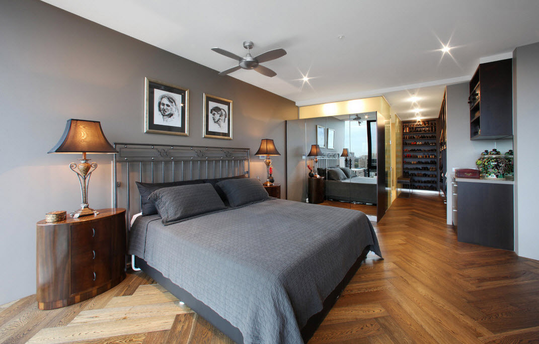 Темно-серое оформление кровати в спальне