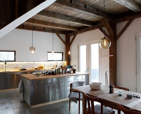 Удачное сочетание потолка с интерьером