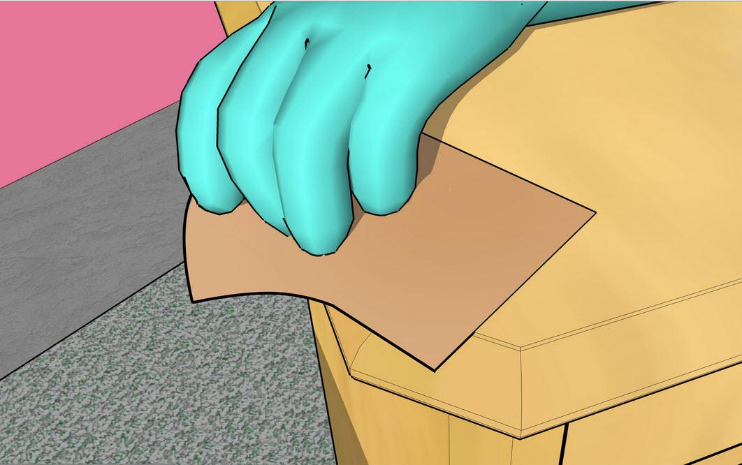 Обрабатываем поверхность наждачной бумагой