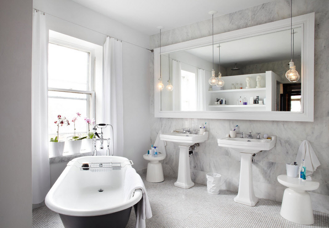 Мраморная стена в ванной