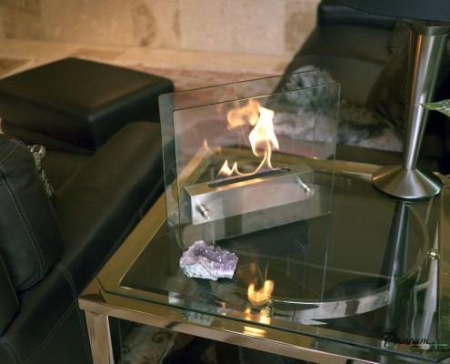 Прямоугольный камин на столе