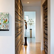 Деревянные панели на стенах