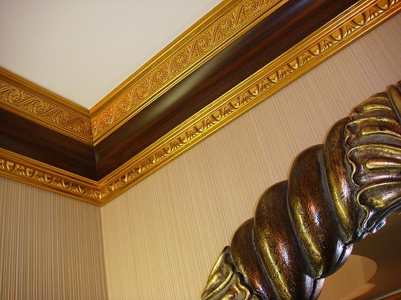 Изящество потолочной галтели деревянной