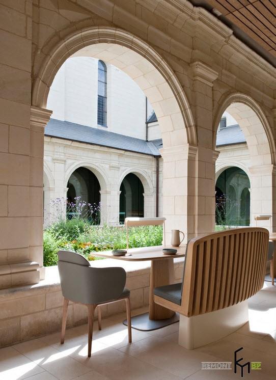 Прекрасные арки в здании