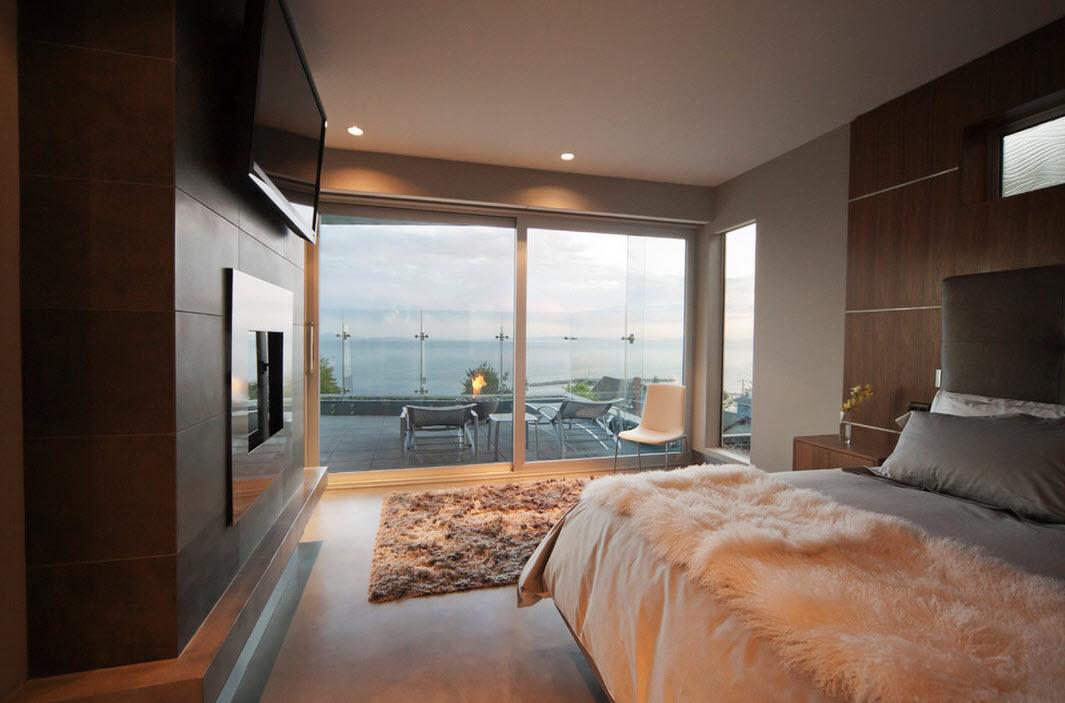 Прозрачная стена в спальне