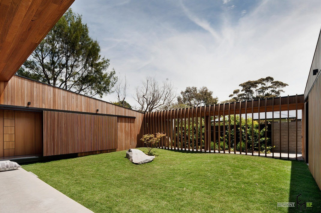 Участок с газонным покрытием