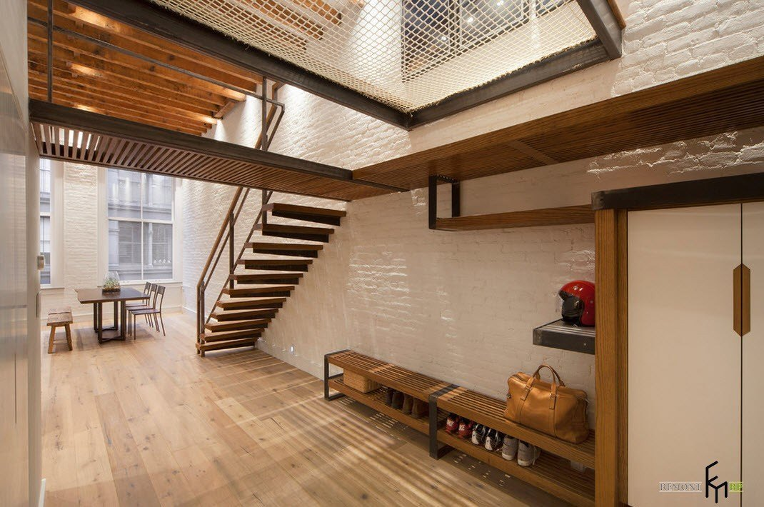 Под лестницей