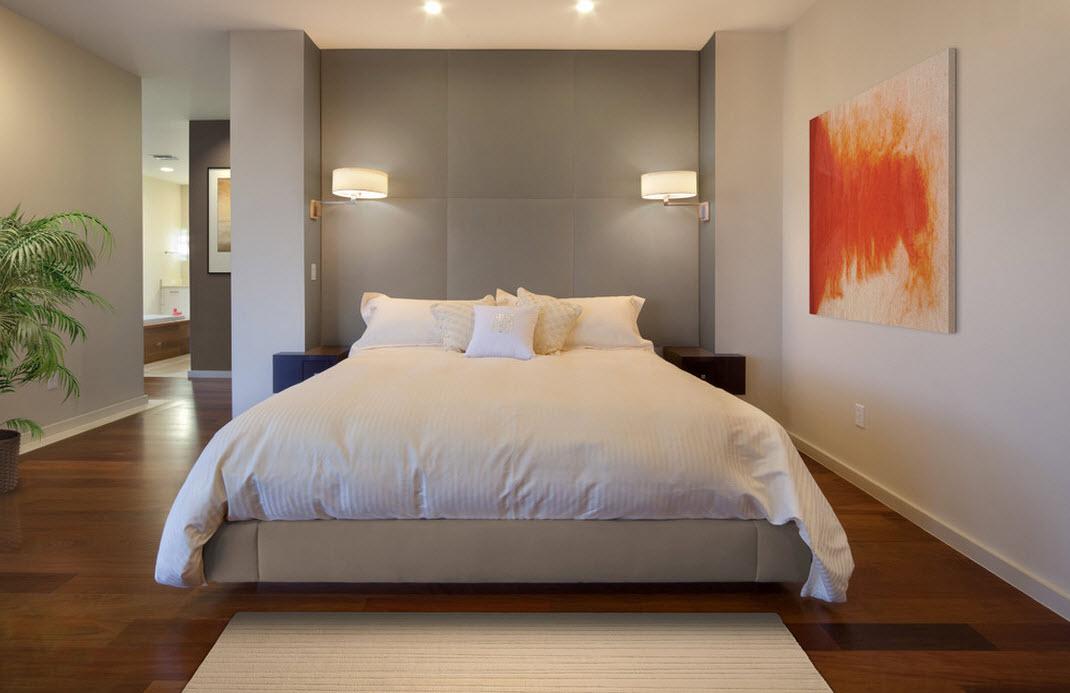 Спальня с настенными прикроватными светильниками