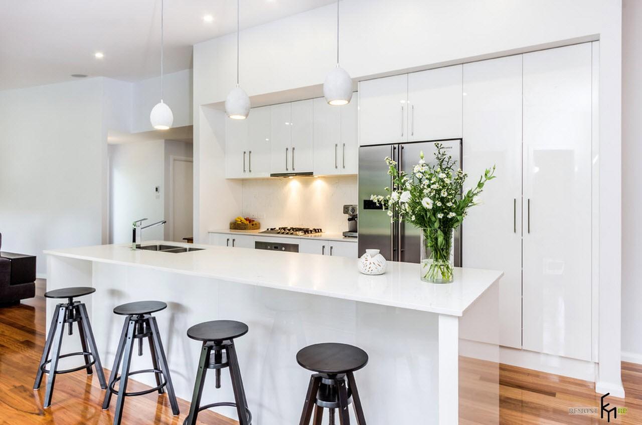 Светлая чистая кухня
