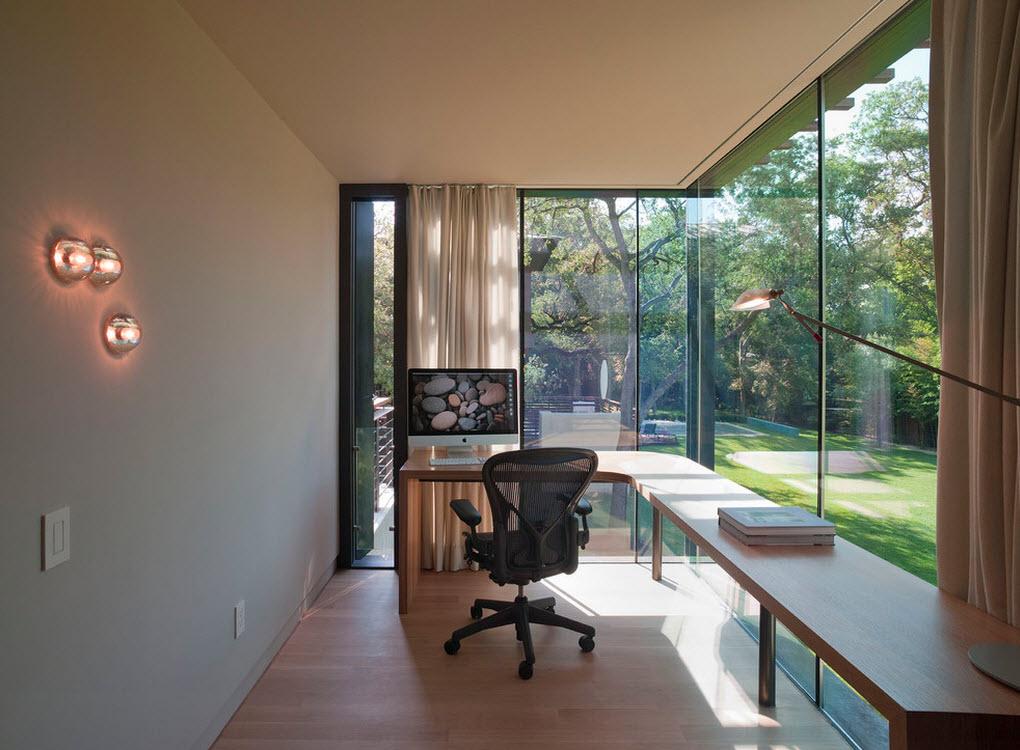 Большие панорамные окна в кабинете