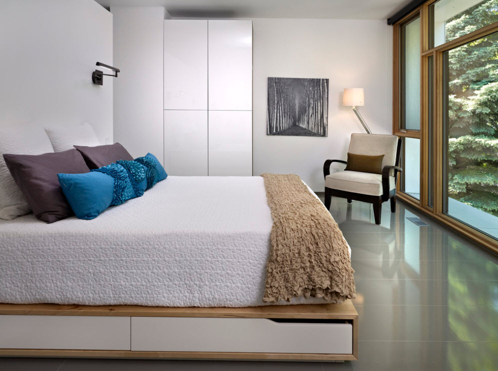 Оформление большой спальни