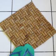 Пятый этап изготовления коврика из пробки