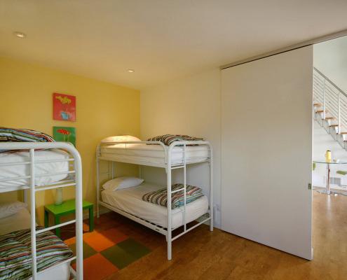 Металлические кровати в детской