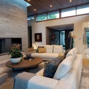 Большое пространство, оформленное в стиле модерн