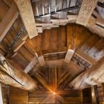 Стремление ввысь или деревянная лестница в доме