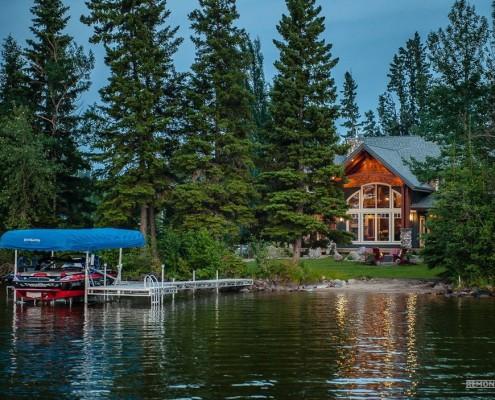 Коттедж у озера