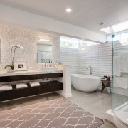 Коврик для ванной в спокойных тонах