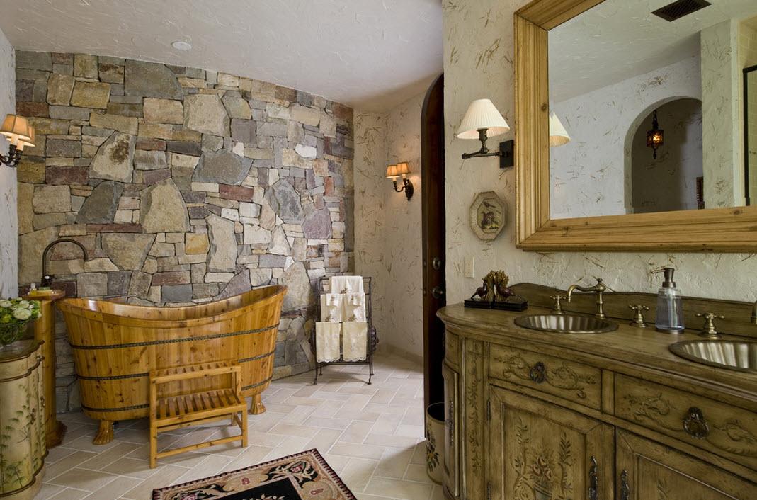 Бутовая кладка на стене в ванной