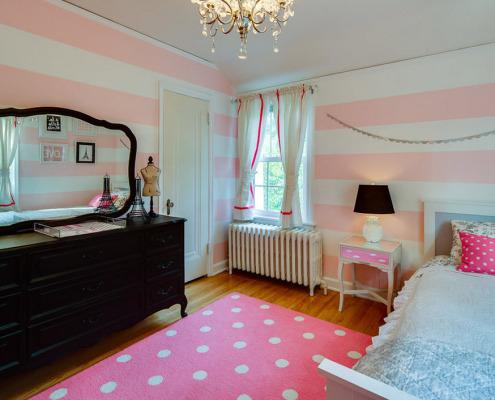 Розовый коврик в горошек