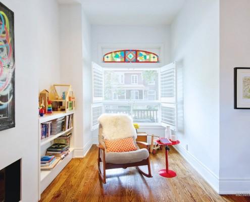 Небольшое витражное стекло в кабинете