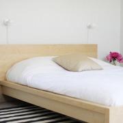 Большой ковёр в спальне