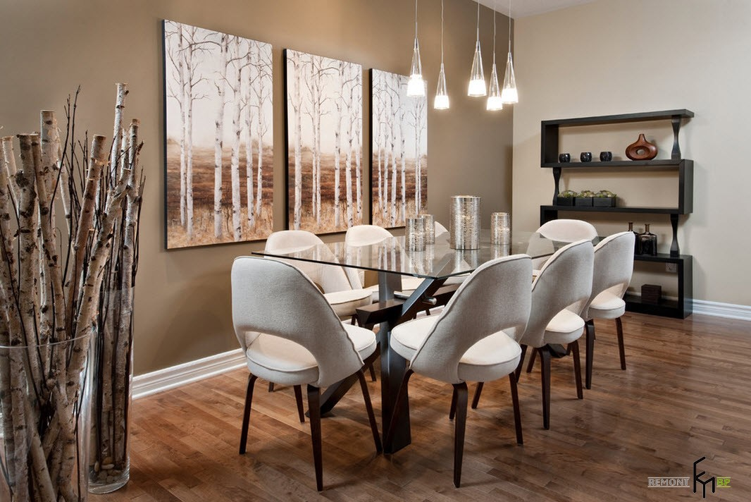 картина с березами на стене в столовой