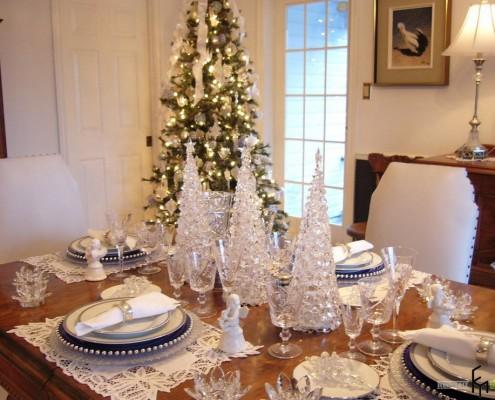 Хрустальные елки на столе