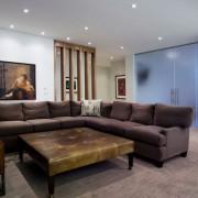 Мягкая мебель в доме в стиле модерн