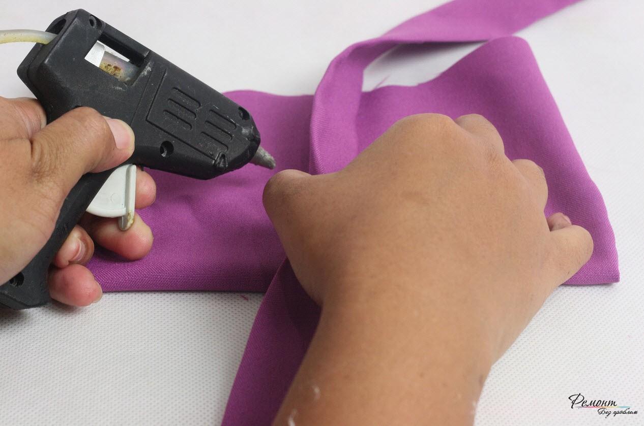 Приклеить полоску ткани к пеналу