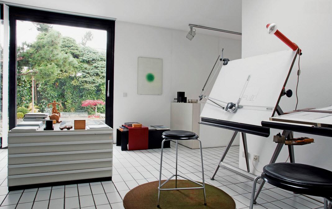 Белые поверхности в кабинете