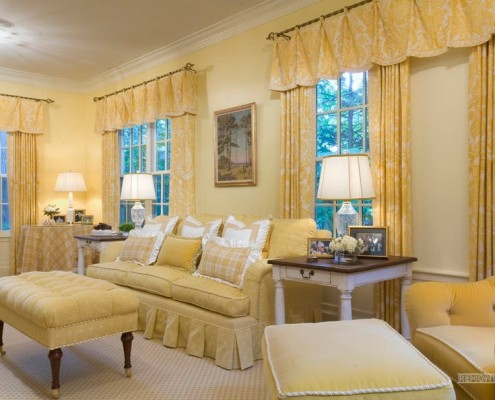 Жёлтые шторы в жёлтом интерьере