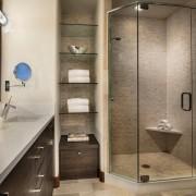 Ванная с душевой кабиной