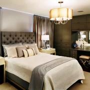 Будуарный столик в роскошной спальне