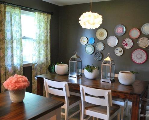 Декоративные тарелки на стене в столовой